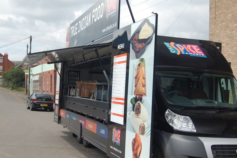 Street catering vehicle
