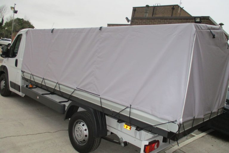 Commercial goods vehicle