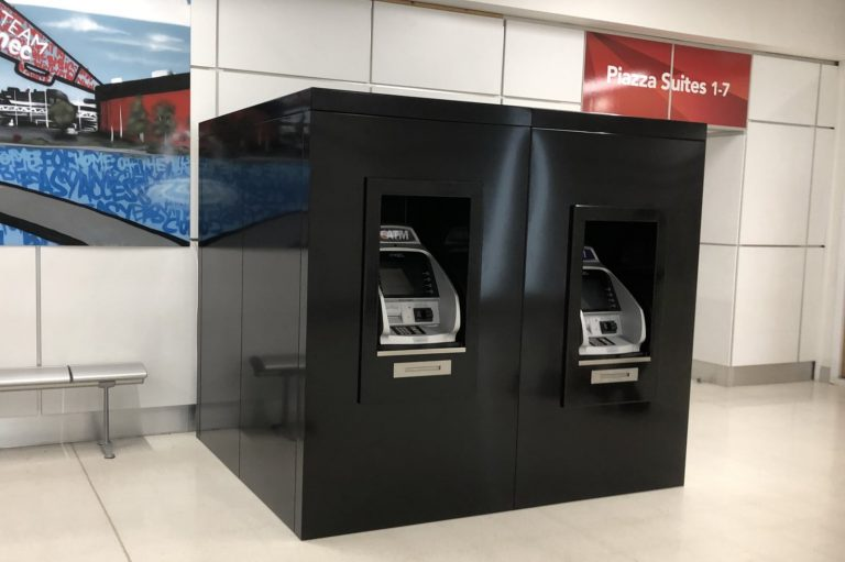 Cash dispenser kiosk