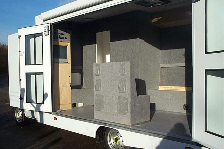 Event trailer with nearside interior