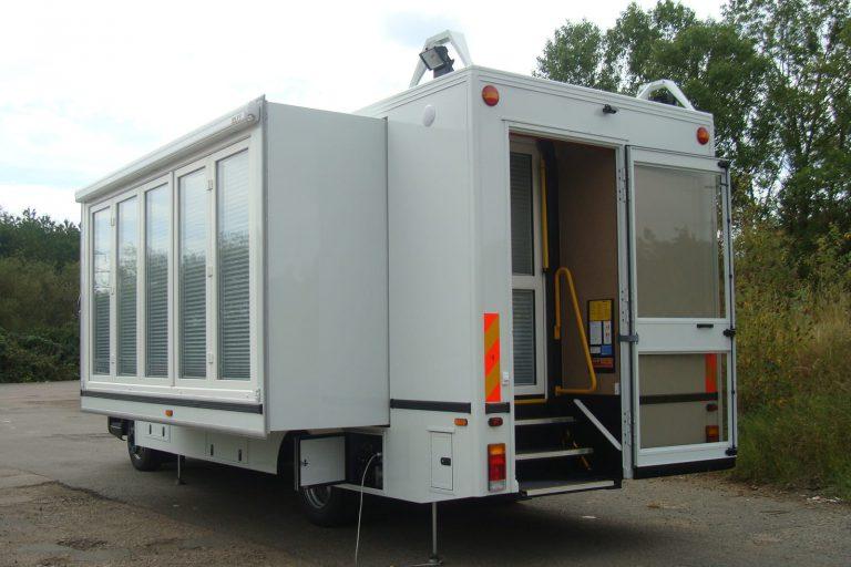 Hospitality vehicle unit with windows