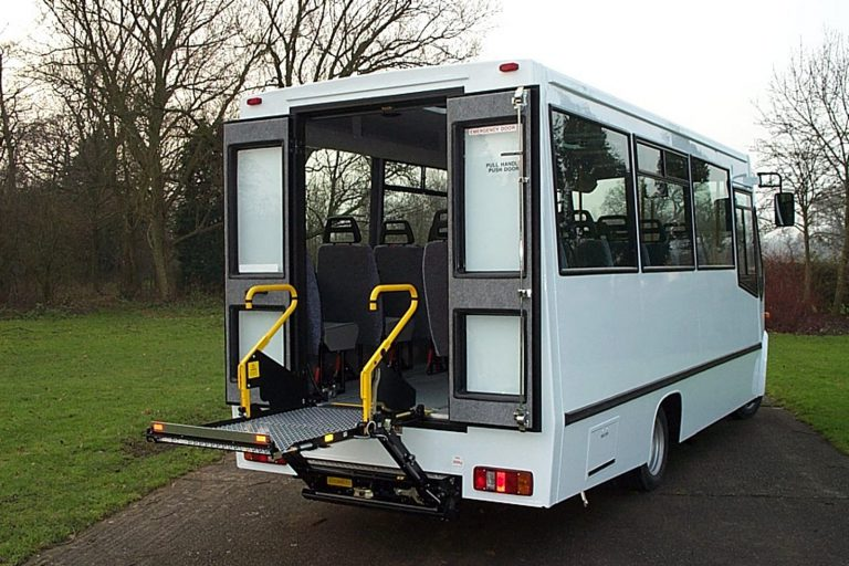 Wheelchair rear lift vehicle