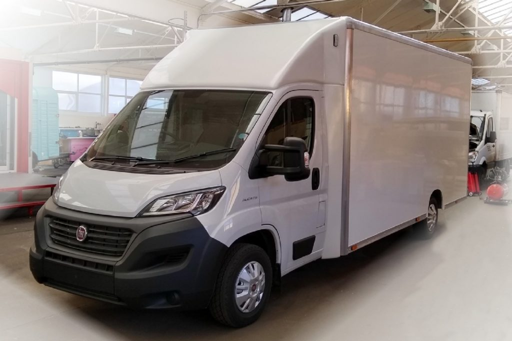 new 3500 kgs chassis cab inside of factory
