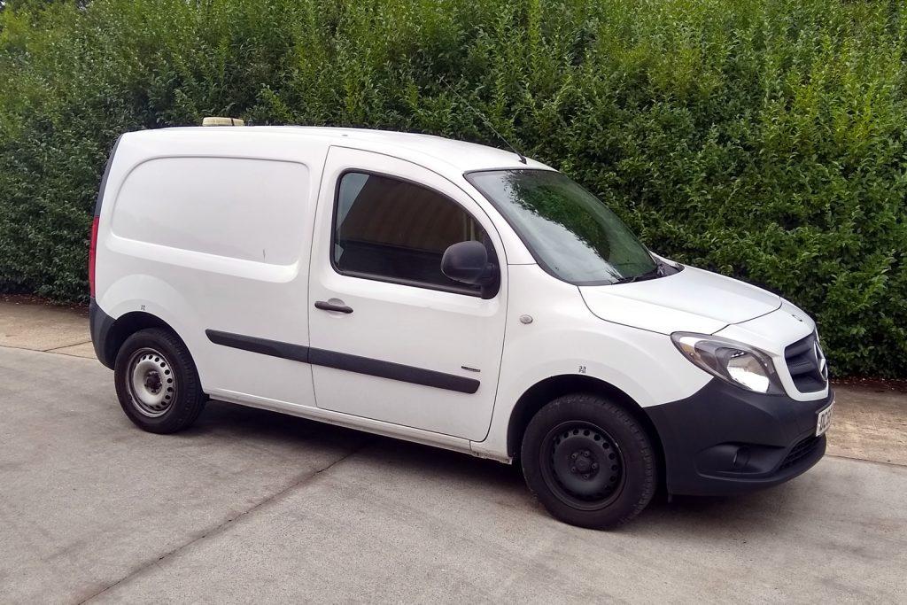 white Citan van against a backdrop of bushes